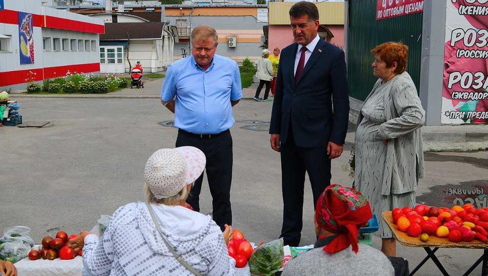 Глава Брянска поручил благоустроить овощной базар на улице Рылеева