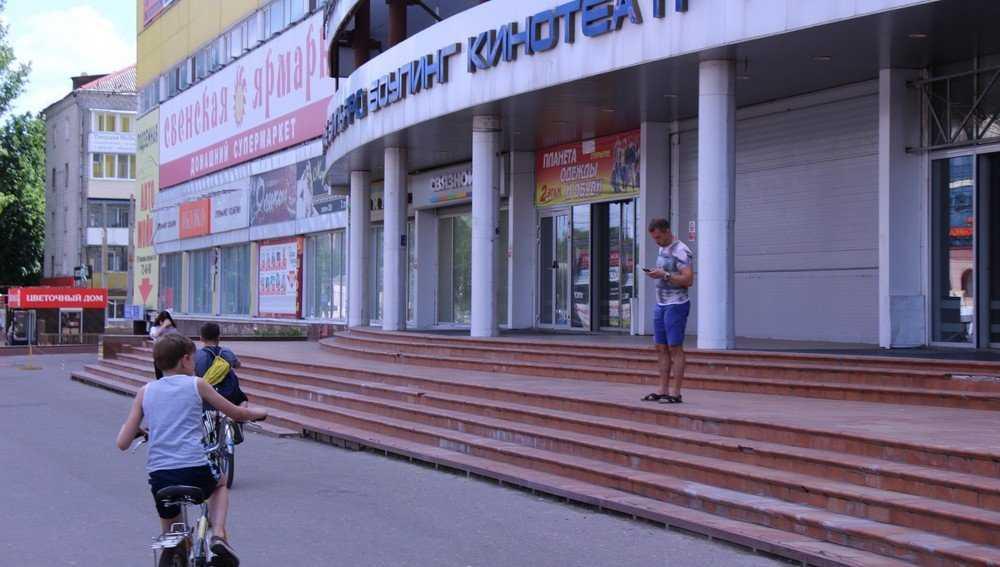 В Брянске у ТРЦ Тимошковых после его закрытия перестали сбивать людей