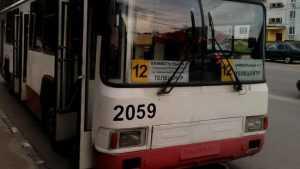 Брянская мама с коляской пожаловалась на водителей троллейбусов №12