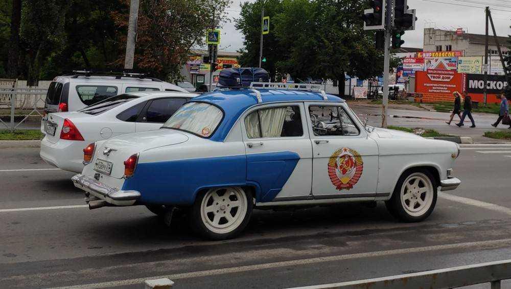 Брянцам понравилась ухоженная старая «Волга» с гербом СССР