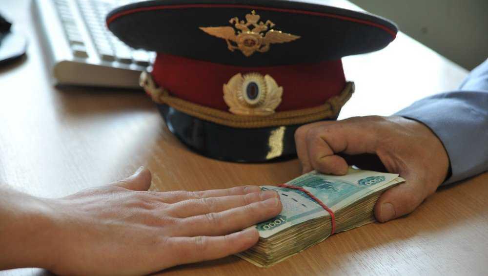 Брянского полицейского осудили на 3 года за получение взятки