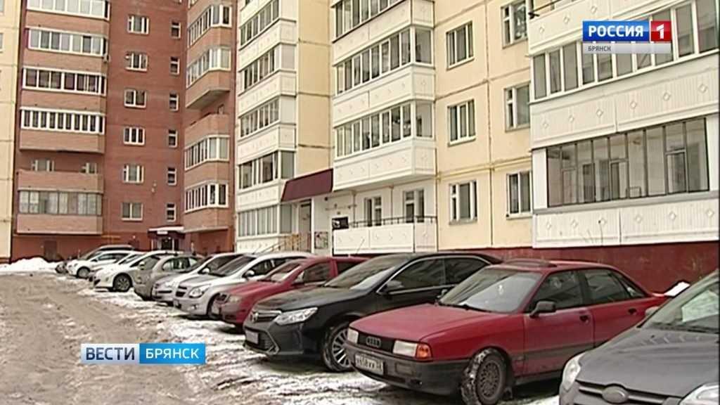 В Брянске вместо парковок используют дворы