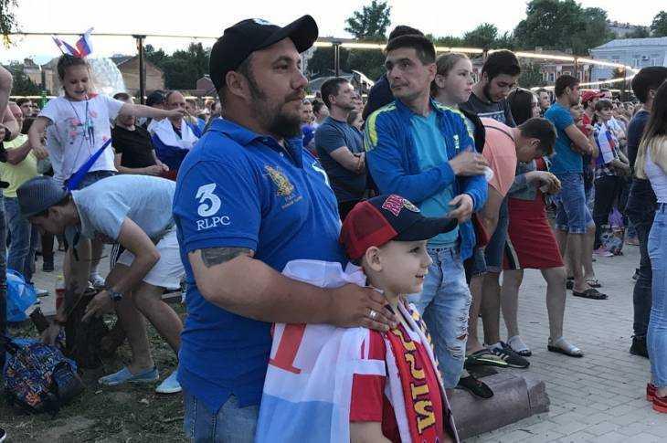 Брянские болельщики на набережной болели за сборную России