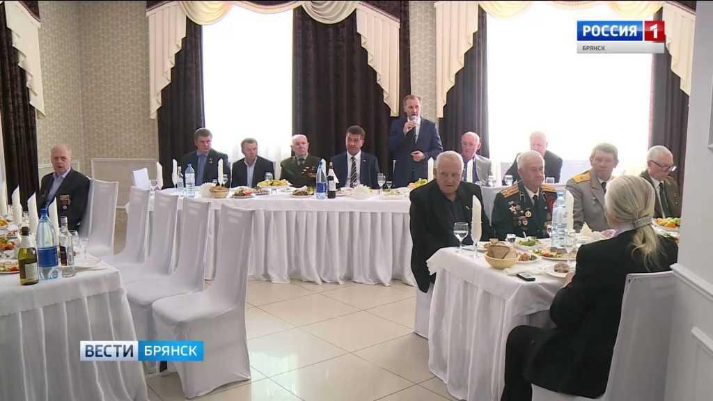 В Брянске руководители города провели традиционный торжественный приём ветеранов