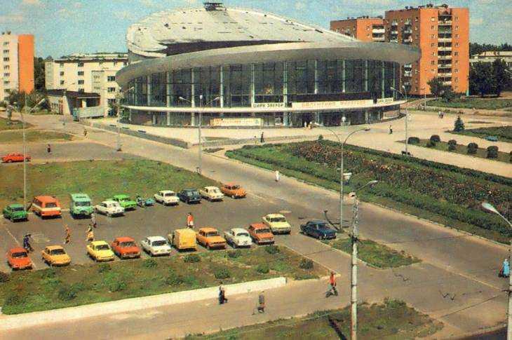 Вид на брянский цирк и площадь Революции